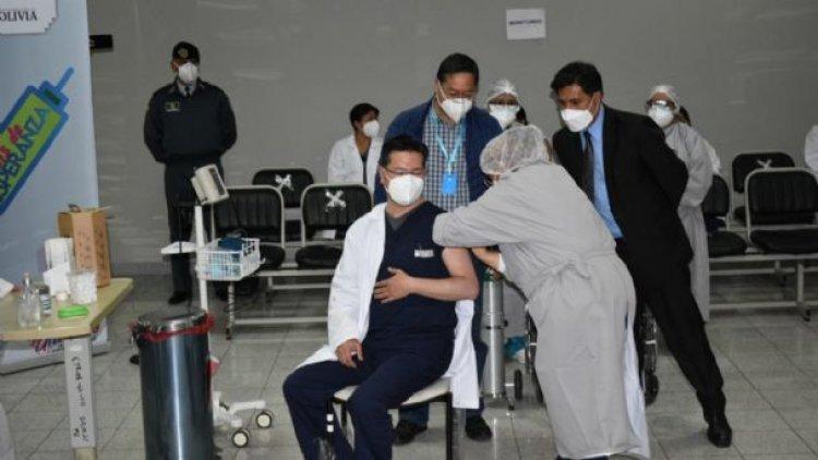 El presidente Luis Arce da inicio a la vacunación contra la Covid en La Paz