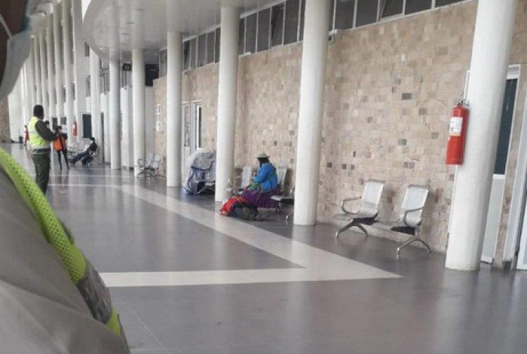 Adulto mayor con Covid-19 pierde la vida en la terminal de buses de Tarija