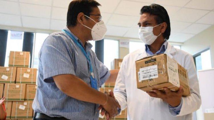 Arce a médicos: Por intereses de grupo no quieren que la población tenga medicinas
