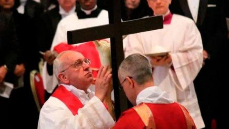 Francisco: La cruz de Jesús es la cátedra silenciosa de Dios