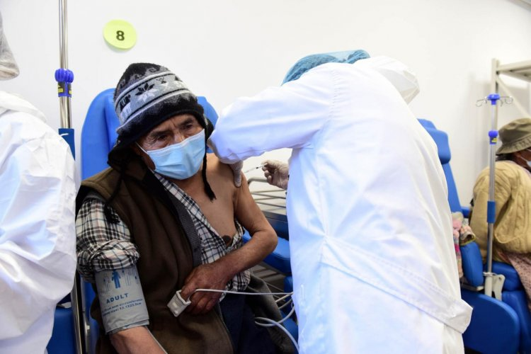 Salud confirma el ingreso a la tercera ola de la pandemia en La Paz, Santa Cruz y Cochabamba
