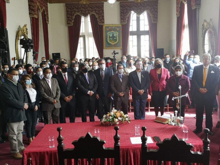 Johnny Torres Alcalde de Tarija posesionó a su gabinete