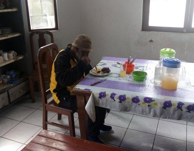 Anciano Tarijeño, sin familia y escasos recursos decide instalarse en un asilo de La Paz