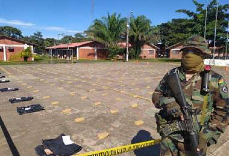 Policía secuestra 305 kilos de cocaína en una pista clandestina de Beni