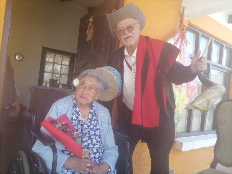 Alcaldía de Tarija reconoce a 10 matrimonios por sus Bodas de Oro