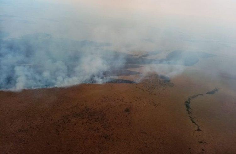 Tras un sobrevuelo, el Gobierno dice que el incendio en Otuquis persiste en '14 puntos'