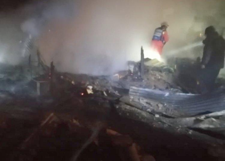 Un incendio en el regimiento Ingavi de El Alto se lleva la vida de un padre y su hijo