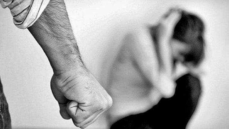 Niño de seis años defiende a su madre con un cuchillo frente a la agresión de su pareja