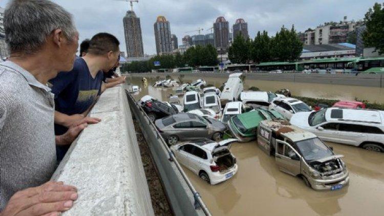 China: al menos 16 muertos, 200 mil evacuados y un metro inundado por torrenciales lluvias