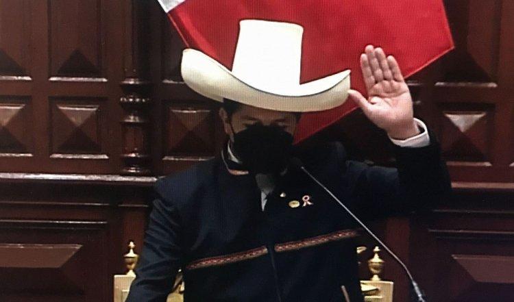 Izquierdista Pedro Castillo jura como nuevo presidente de Perú
