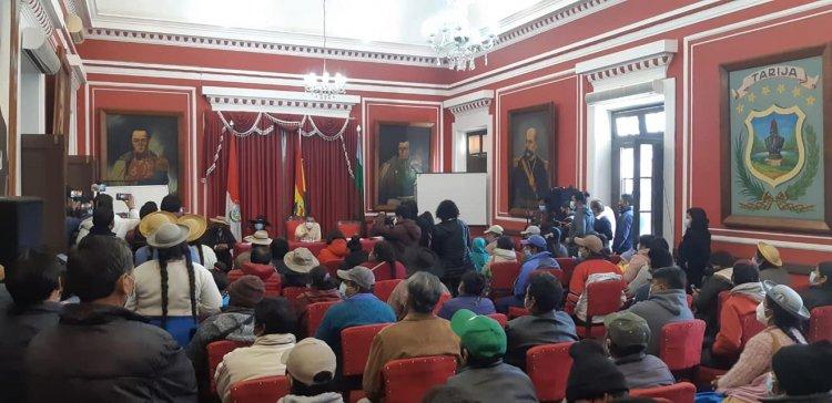 Entregaron cheques del PROSOL a 43 comunidades de Tarija