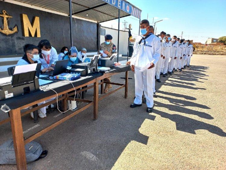 Marineros de policía militar naval N° 2 CARCAJE, son vacunados contra el Covid-19