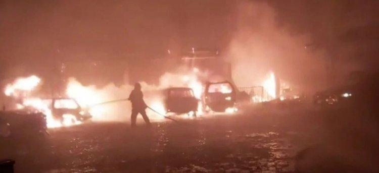 6 vehículos quedaron calcinados en incendio en un garaje de Tarija