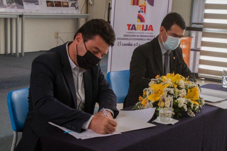 Alcaldía de Tarija y UCB firman tres convenios para potenciar estudios académicos