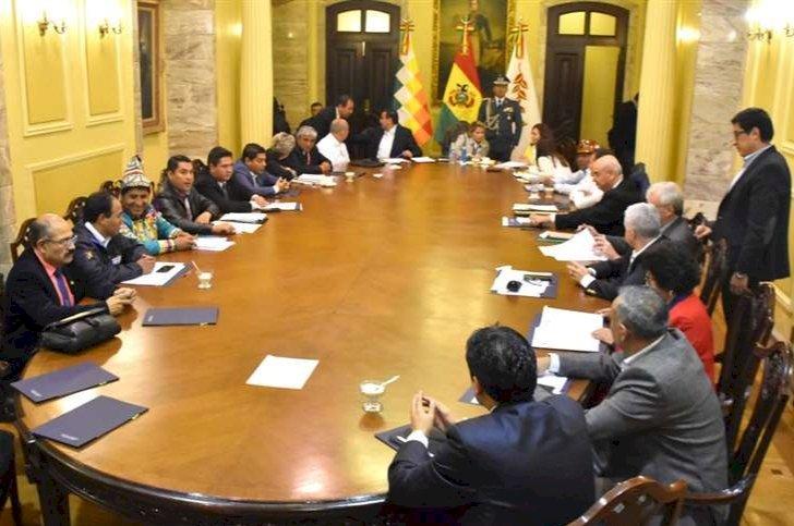 Áñez solicitó la renuncia de todos sus ministros ante la inscripción de candidaturas