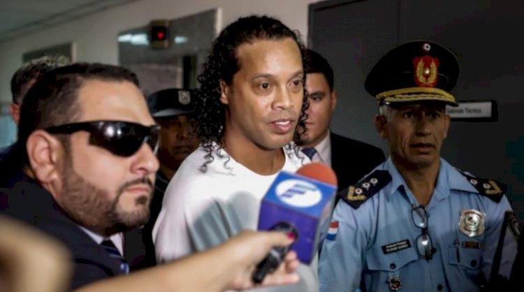 Ronaldinho Gaúcho cumple el lunes un mes de prisión en Paraguay