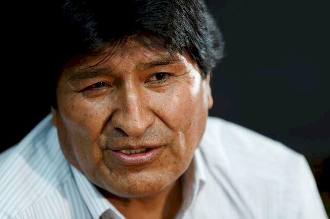 Gobierno denuncia que la gestión de Evo contrató tres radios en Argentina con dinero estatal, para su campaña electoral