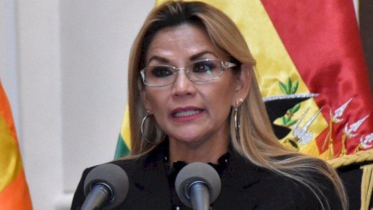 Áñez destituye a Ministro de Minería por sus declaraciones racistas