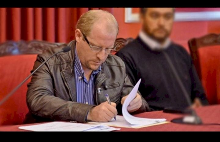 Oliva propone reducir salarios de Gobernador y Asambleístas para crear fondo de ayuda